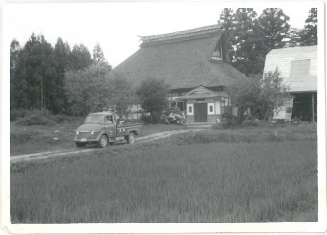 昭和30年頃。屋根は茅葺でした。